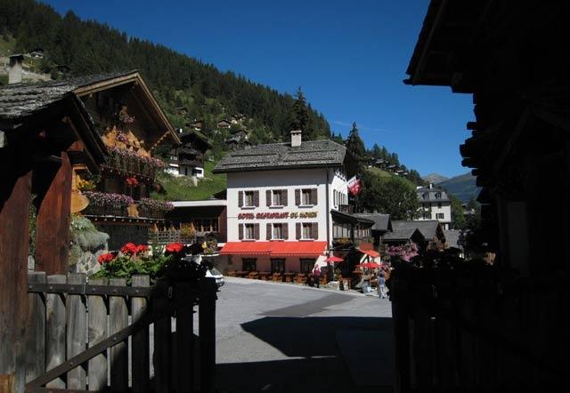 Hotel de Moiry et vieux village
